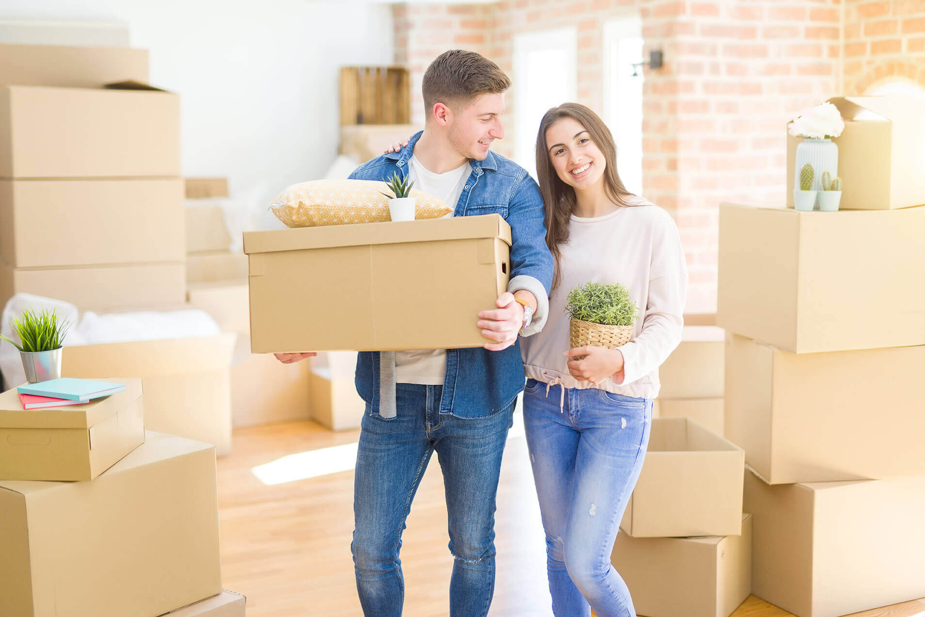 Apartment Moving Companies happy couple